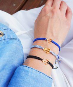 Makramee-Armband mit goldenem Anker