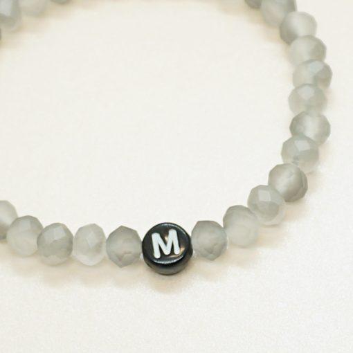 Initial-Armband mit Wunsch-Initiale und verschiedenen Perlen
