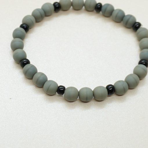 Perlen-Armband mit grauen Perlen