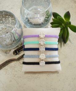 Makramee-Armband mit silbernem Kleeblatt