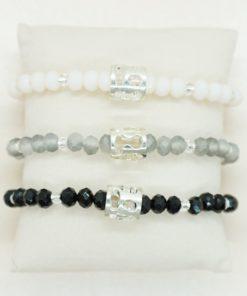 Perlen-Armband mit silbernem Charm in verschiedenen Farben