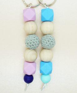 Schlüsselanhänger mit Silikonperlen und Häkelperle in verschiedenen Farben.
