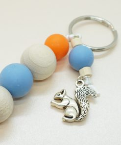 Schlüsselanhänger mit silbernem Eichhörnchen und verschieden farbigen Silikonperlen