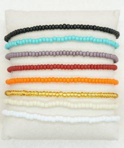 Perlen-Armband mit kleinen Perlen in verschiedenen Farben