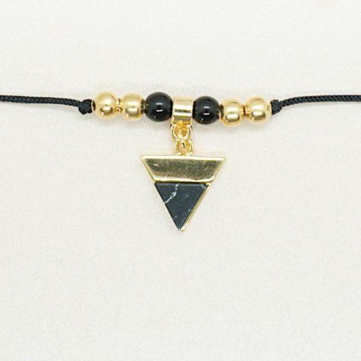 Zartes Armband mit goldenem Dreieck und schwarzen Band