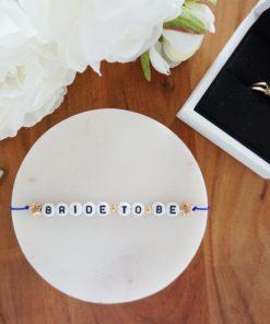 Hochzeits-Armband mit Bride to be Schriftzug und goldenen Sternen