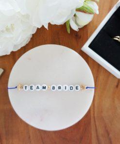 Hochzeits-Armband mit Team Bride Schriftzug und goldenen Sternen
