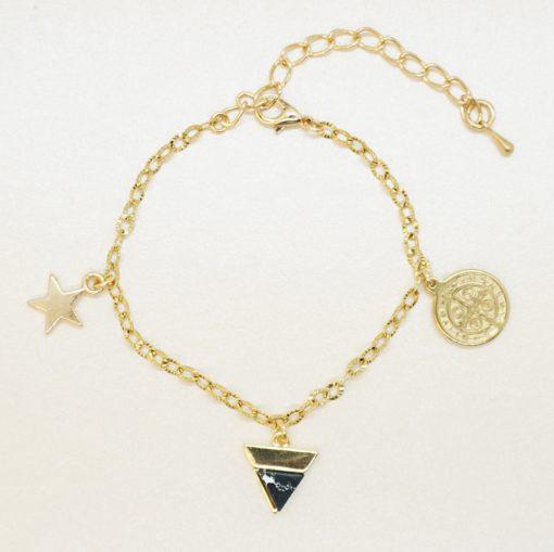 Goldenes Armband mit Anhängern