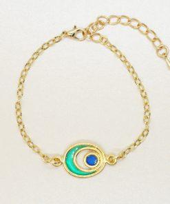 Goldenes Armband mit grünem Charm