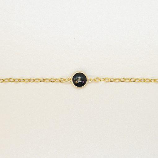 Goldenes Armband mit schwarzem Charm