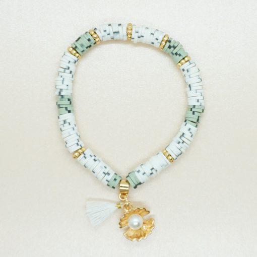 Perlen-Armband mit goldener Muschel und bunten Katsuki-Perlen.