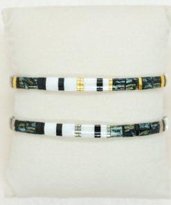 Perlen-Armband mit eckigen Miyuki Tila Perlen in dunkelgrün und schwarz.