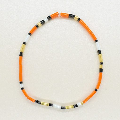 Perlen-Armband mit eckigen Miyuki Tila Perlen in orange.