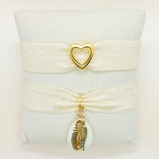 Elastisches Ibiza Armband mit Kauri Muschel in creme.