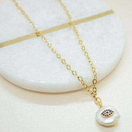 Goldene Halskette mit Süßwasserperle und Strasssteinen.